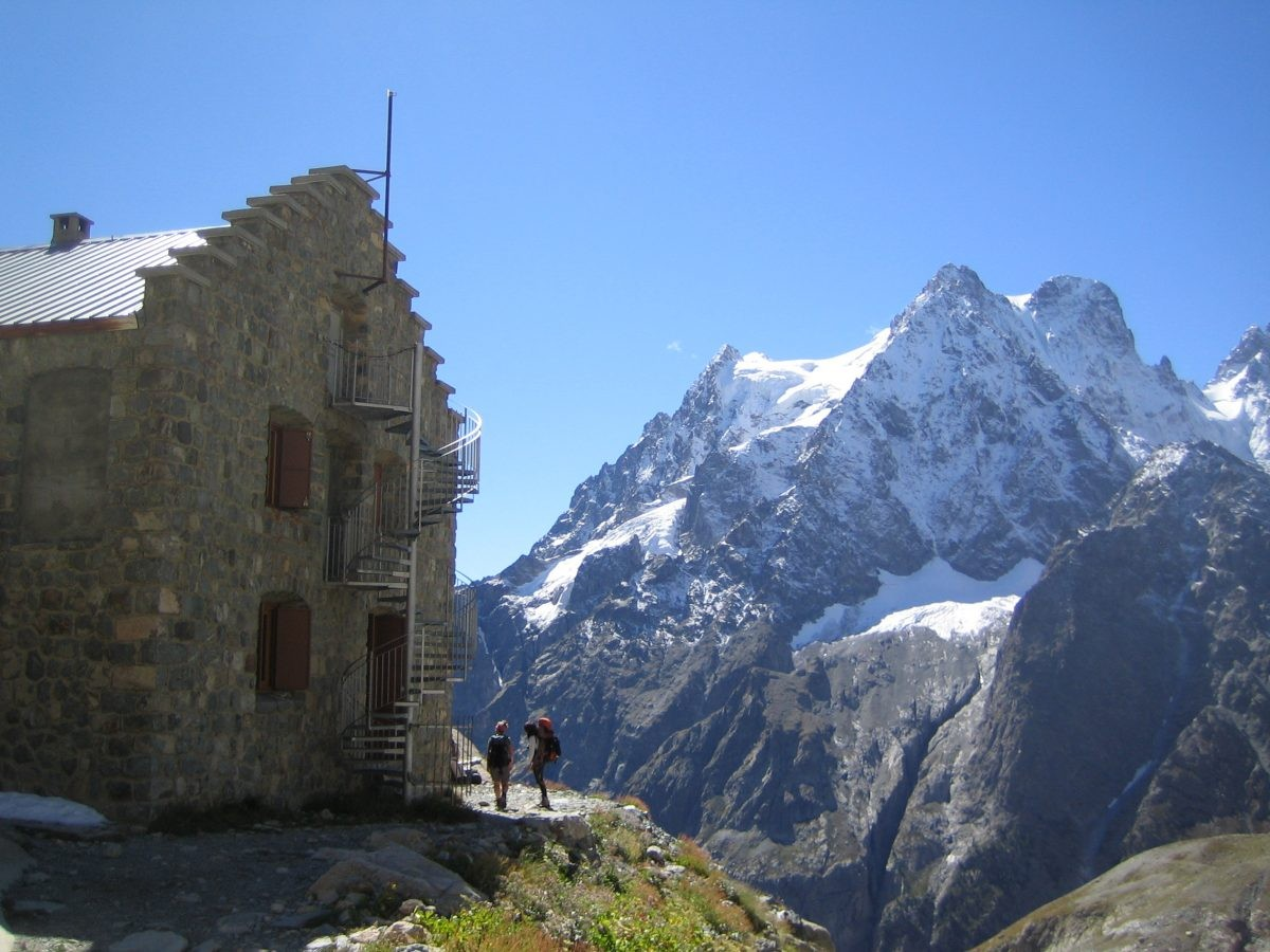 Zicht op de Mont Pelvoux vanaf de Refuge du Glacier Blanc