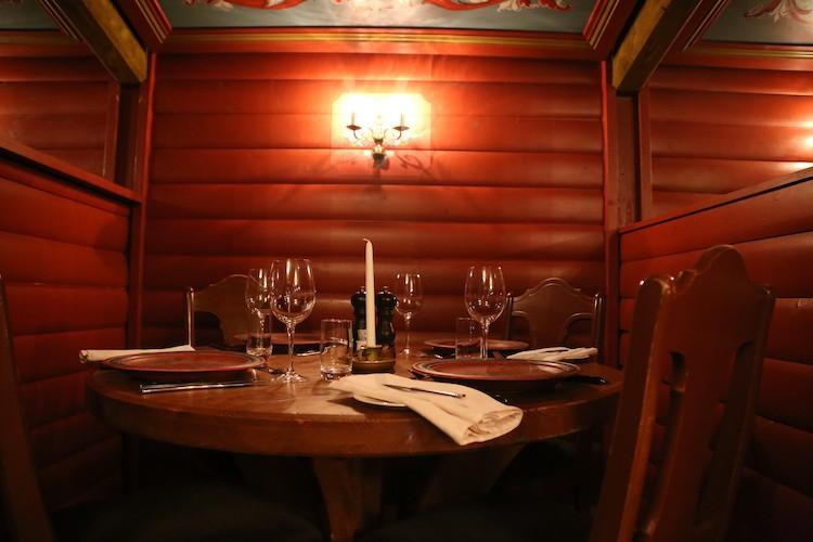 Leuke sfeer in het Hallingstuene restaurant in Geilo Noorwegen