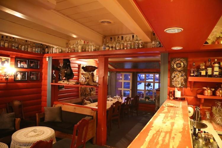 Heerlijk eten in het Hallingstuene restaurant Geilo Noorwegen