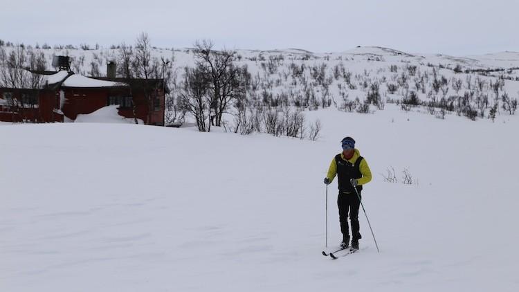 Cross country skiën over een bevroren meer in Geilo Noorwegen