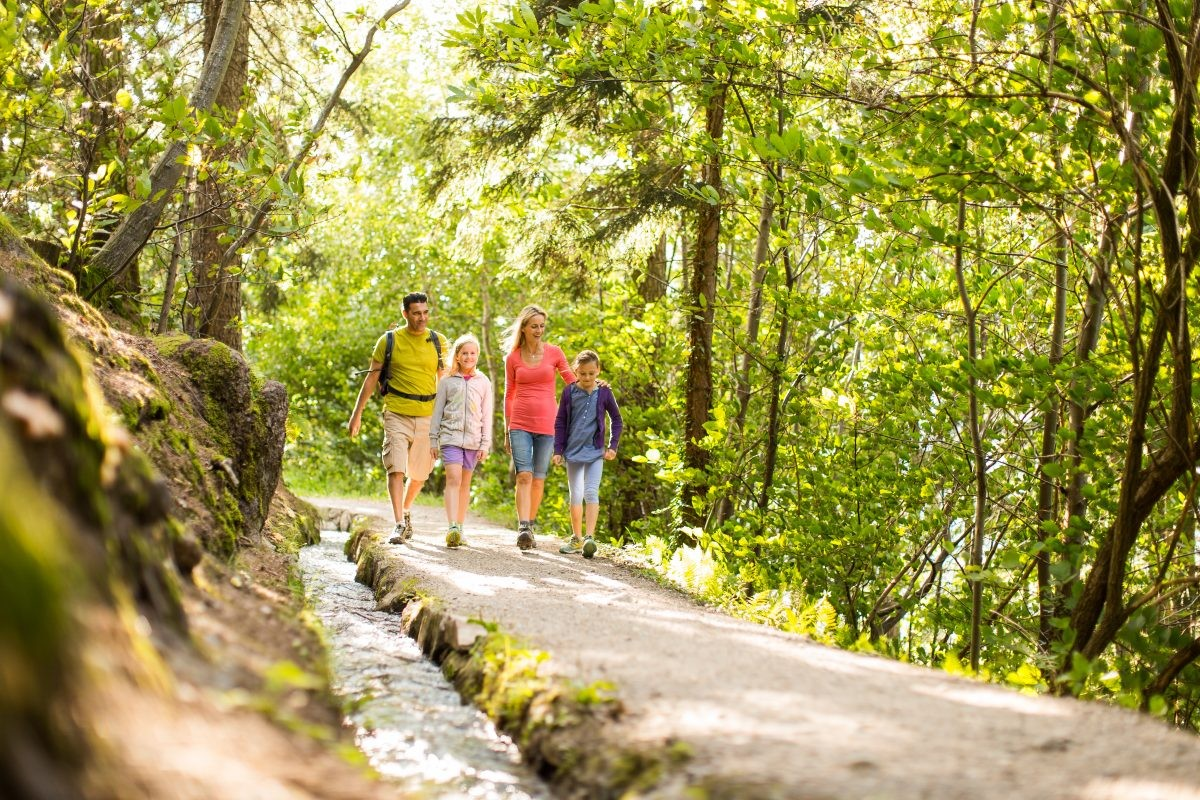 Wandelen met het hele gezin. Tourismusverein Schenna - Florian Andergassen