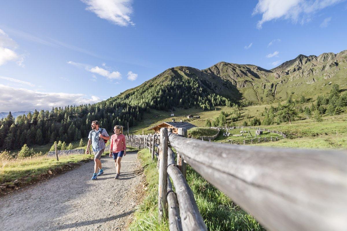 Relaxt hiken in Schenna. Tourismusverein Schenna - Hannes Niederkofler