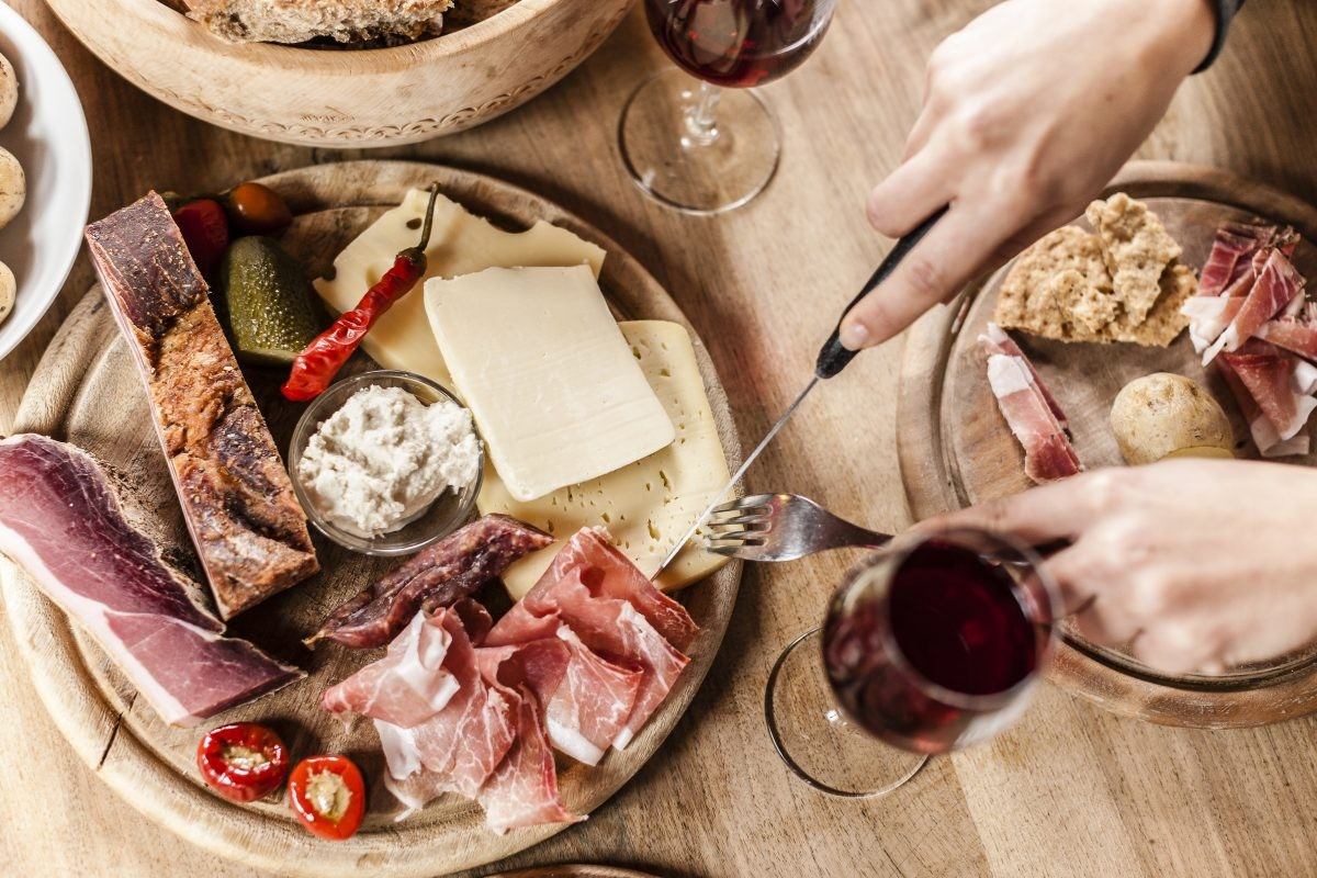 Lekker eten en drinken. Foto: Tourismusverein Schenna - Klaus Peterlin