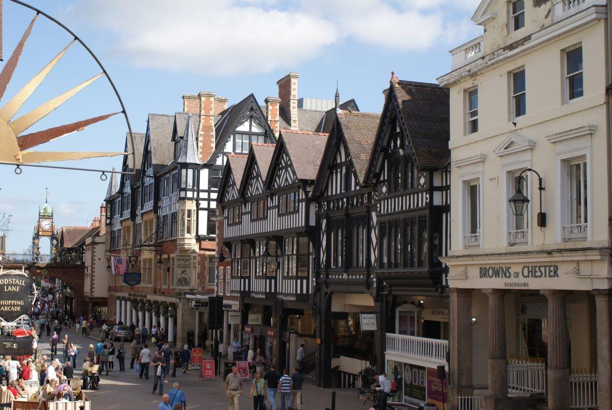 In de gezellige historische binnenstad van Chester kom je ogen en oren tekort - Foto: PHAROS REIZEN