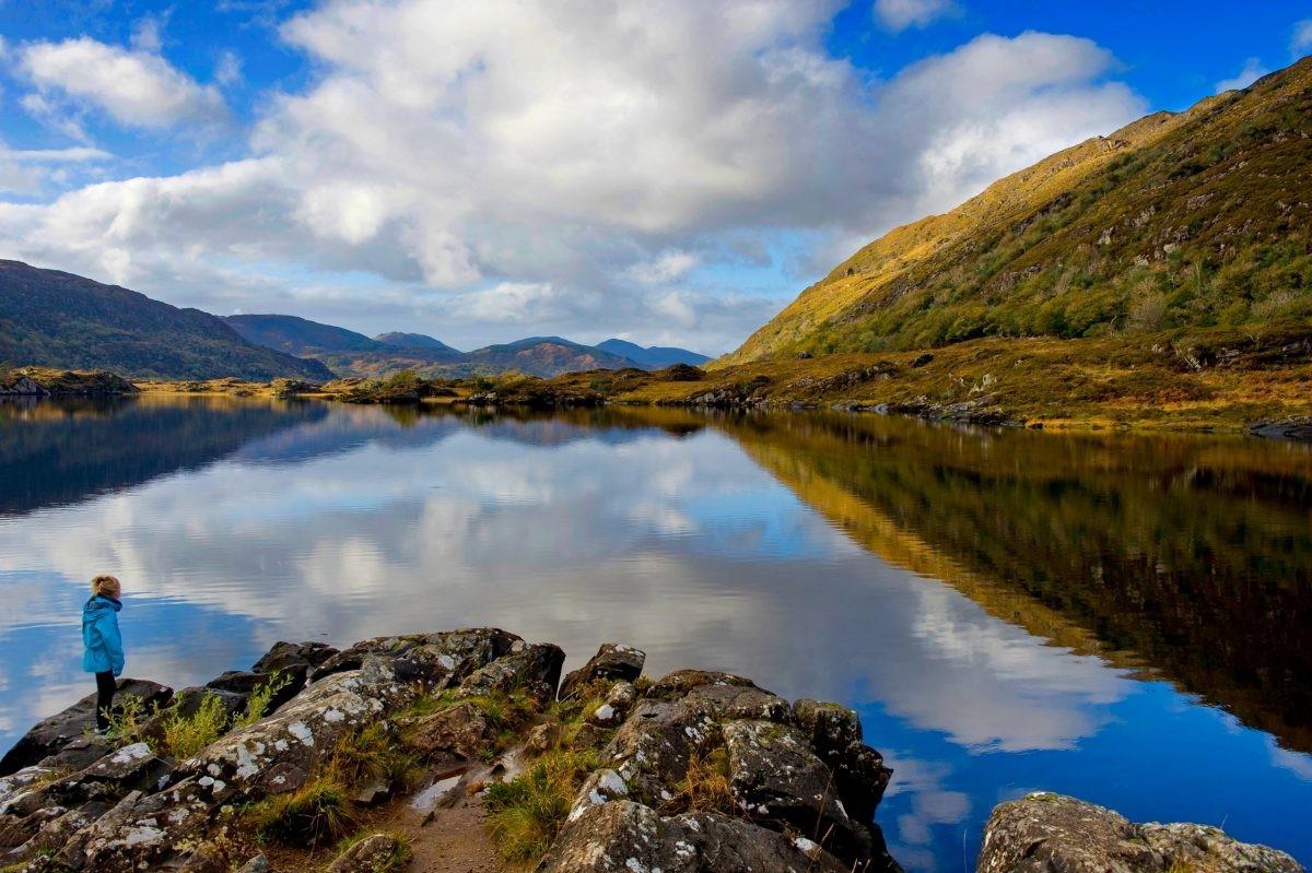 Wat is de natuur hier indrukwekkend en ruig, zoals hier bij de meren van Killarney - PHAROS REIZEN