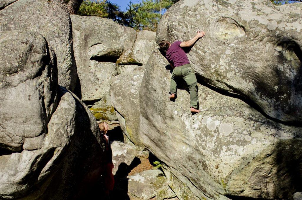 Niet alle rotsblokken zijn routes, maar kunnen wel beklommen worden! Foto: Erwin Zantinga