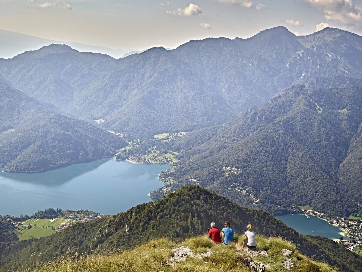 Uitzicht vanaf de berg op het Ledromeer © Fototeca Trentino Sviluppo S.p.A. - C. Baroni