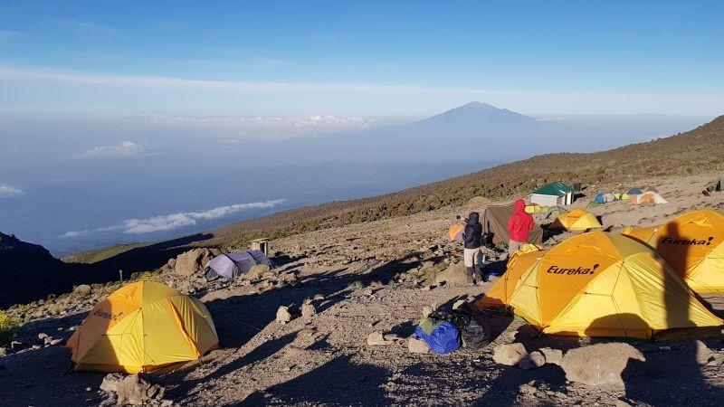 Mount Meru aan de horizon