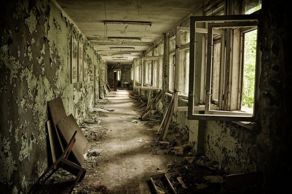 Verlaten gang in Tsjernobyl. Bron: Pixabay