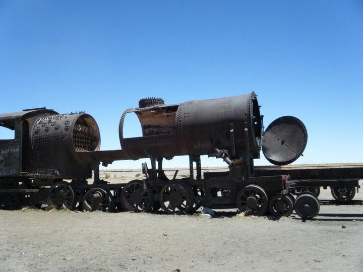 Een oude trein in de woestijn. Foto: Pauline van der Waal