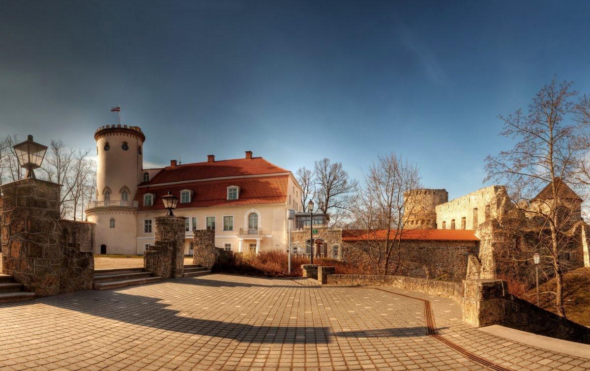 Oud ontmoet nieuw in Cesis. Foto: Latvia Travel