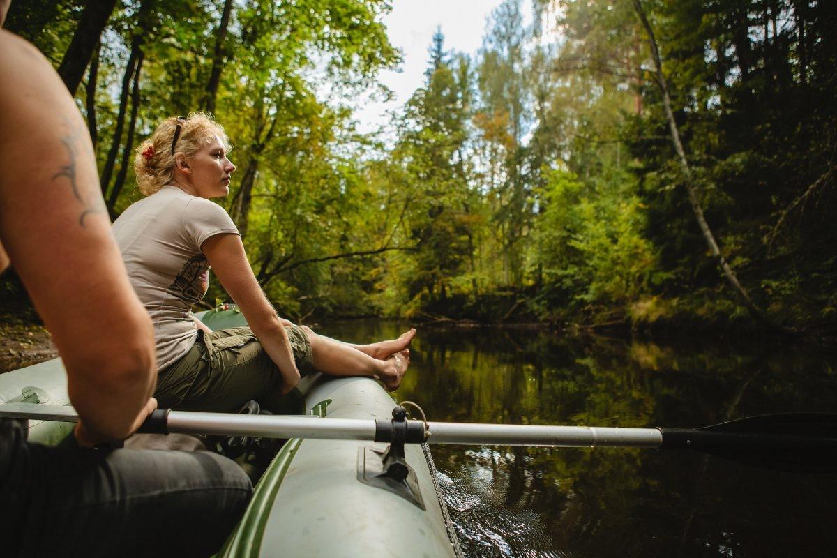 Met een bootje door het Gauja National Park. Foto: Latvia Travel