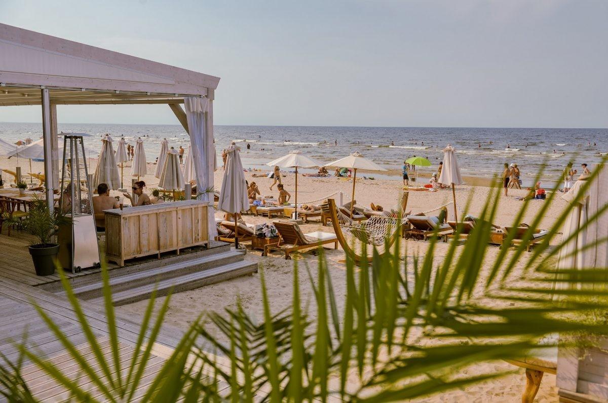 Tijd voor een beachparty bij Jurmala. Foto: Latvia Travel