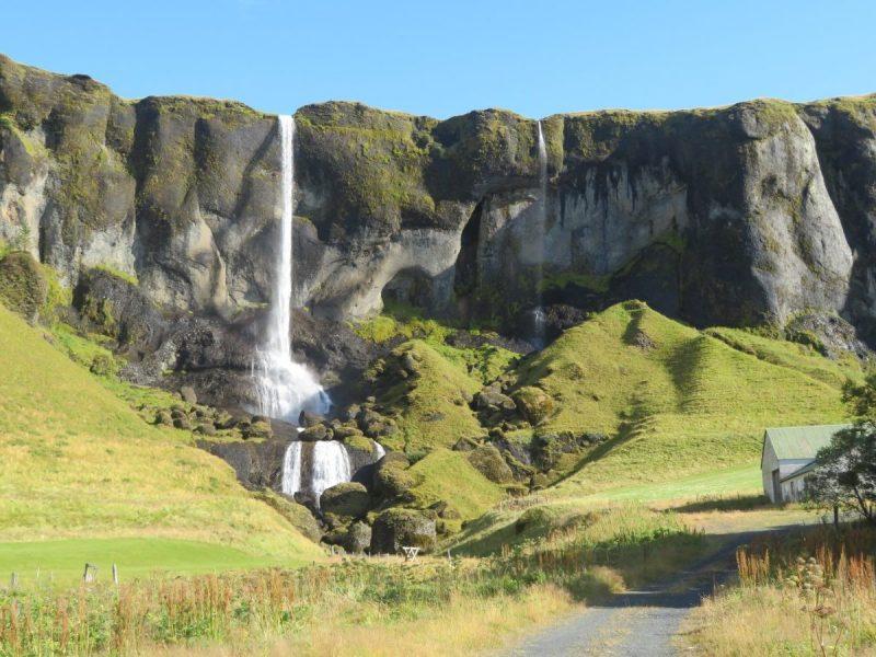 Idyllische waterval