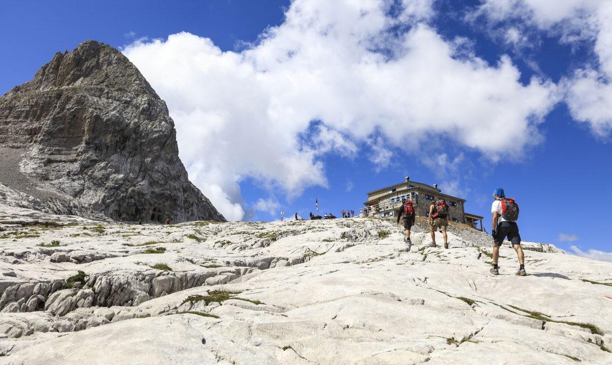 De laatste meters worden afgelegd naar Rif. XII Apostoli © Fototeca Trentino Sviluppo S.p.A. - P. Geminiani
