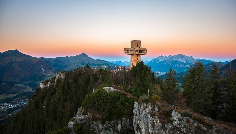 Het Jakobskruis op de Buchensteinwand.