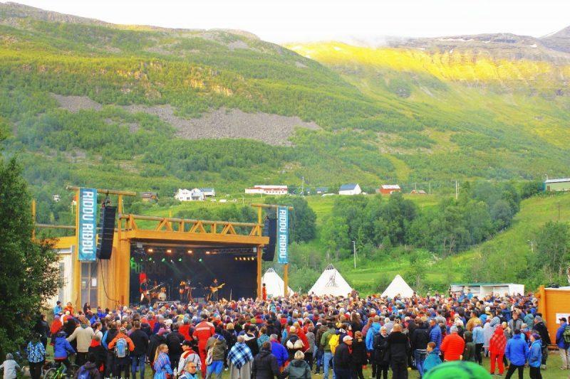 Het podium van Sami festival Riddu Riđđu