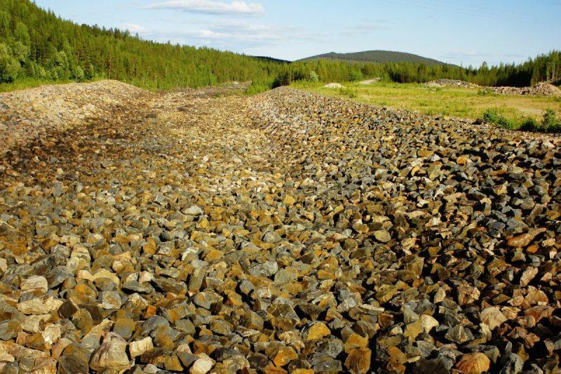 De eens zo machtige Luleäelven bestaat nu ui droge beddingen en meren