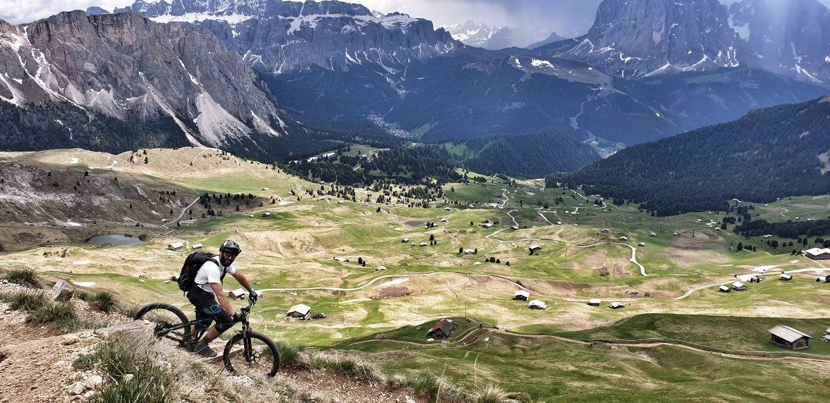 Wauw! Mountainbiken met de Dolomieten als decor. Eigen foto: Noëlle Verhage
