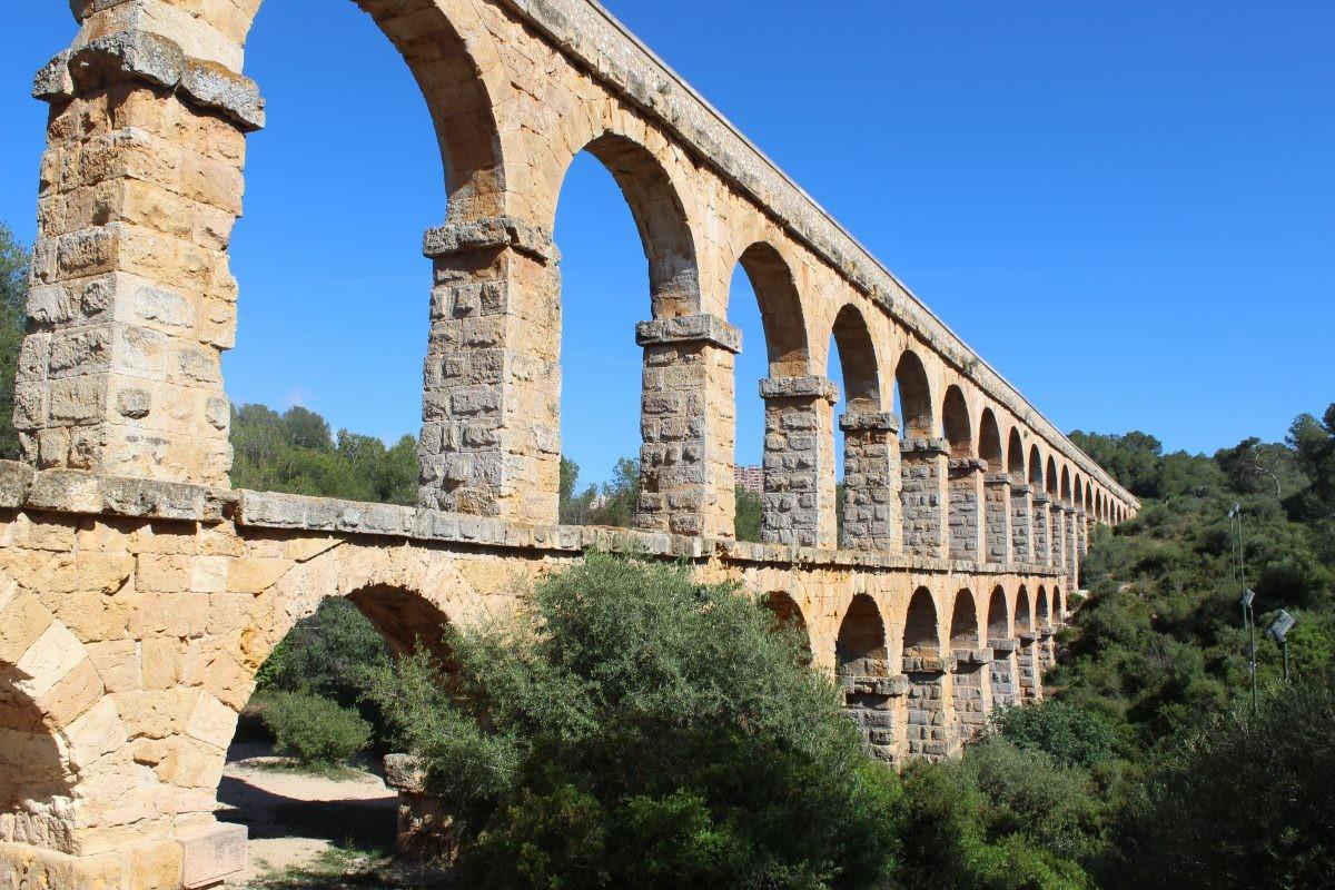 Het aquaduct werd aangelegd om water aan te voeren naar de oude stad van Tarraco