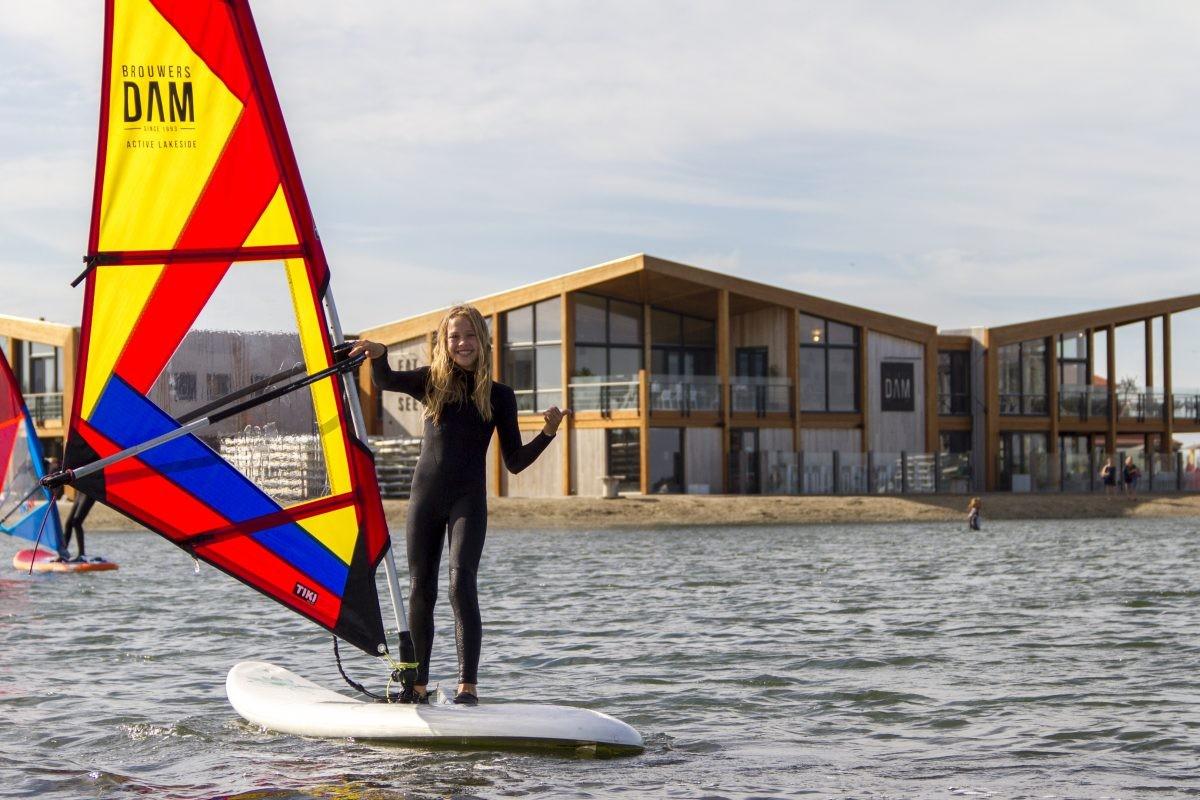 Een les windsurfen op de Grevelingen.