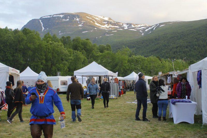 De Riddu markt, waar veel Sami handwerk te koop is