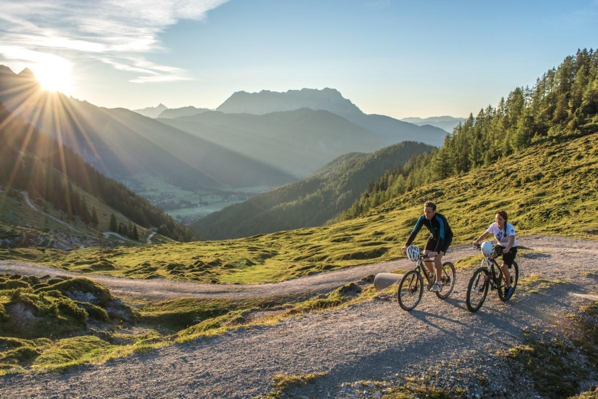 Kies één van de fiets- of mountainbikeroutes die bij je past. Foto: Helmut Lackner