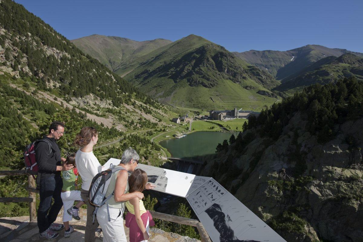 Er zijn ontelbaar veel wandelroutes in Vall de Núria © Costa Brava Girona Tourism Board Image Archive