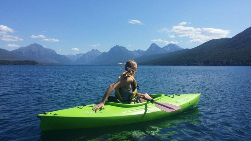 Gratis kayak huren in ruil voor het verzamelen van afval