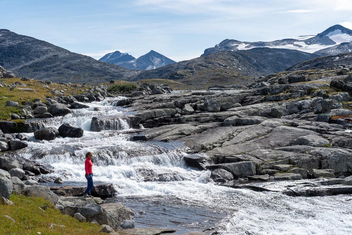 Grote en kleine watervallen komen overal naar beneden. Foto: Jeroen Kleiberg