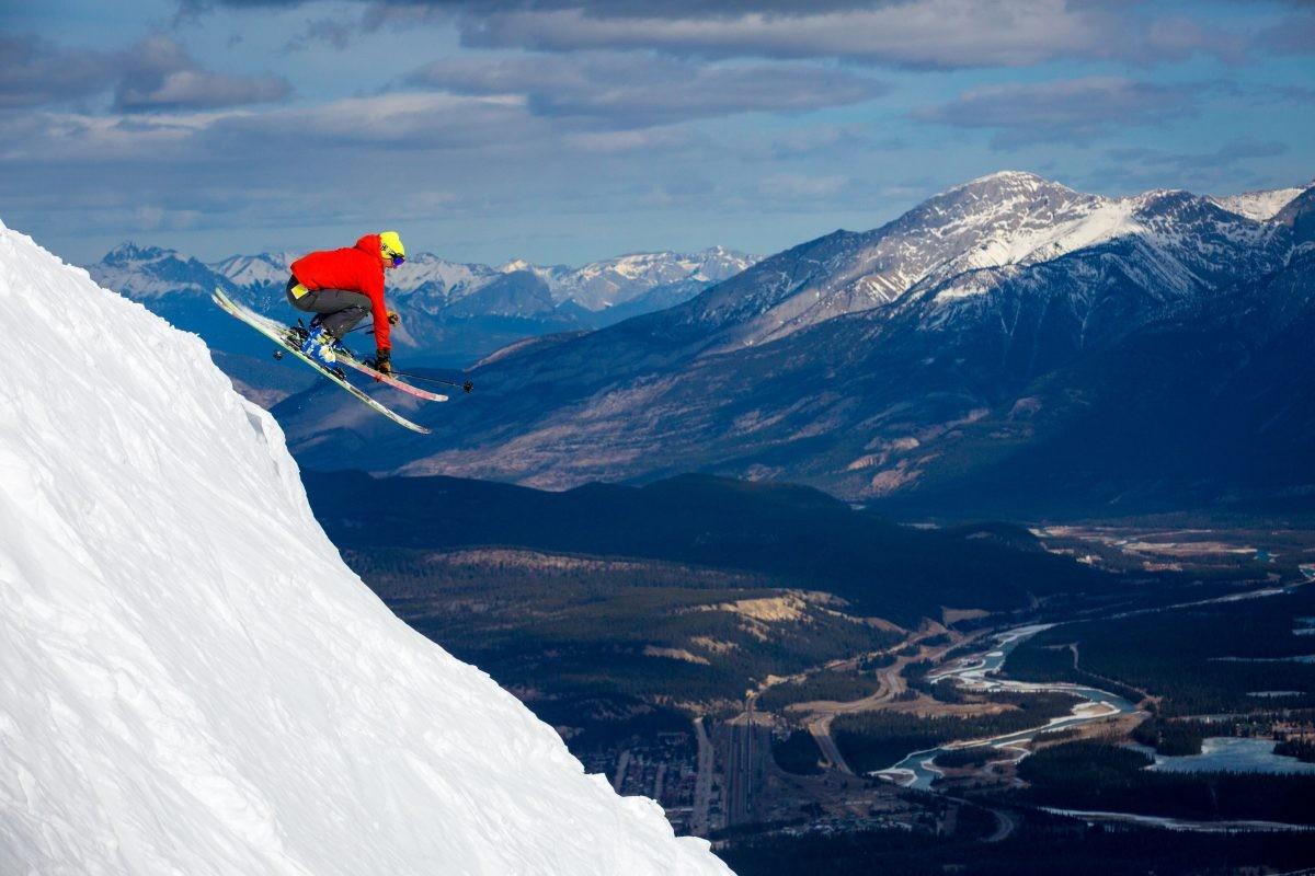 Skiën met zicht op het dal. Foto: Ryan Bray