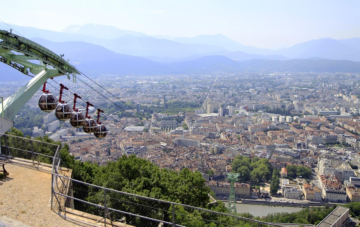 Uitzicht over de omliggende bergen