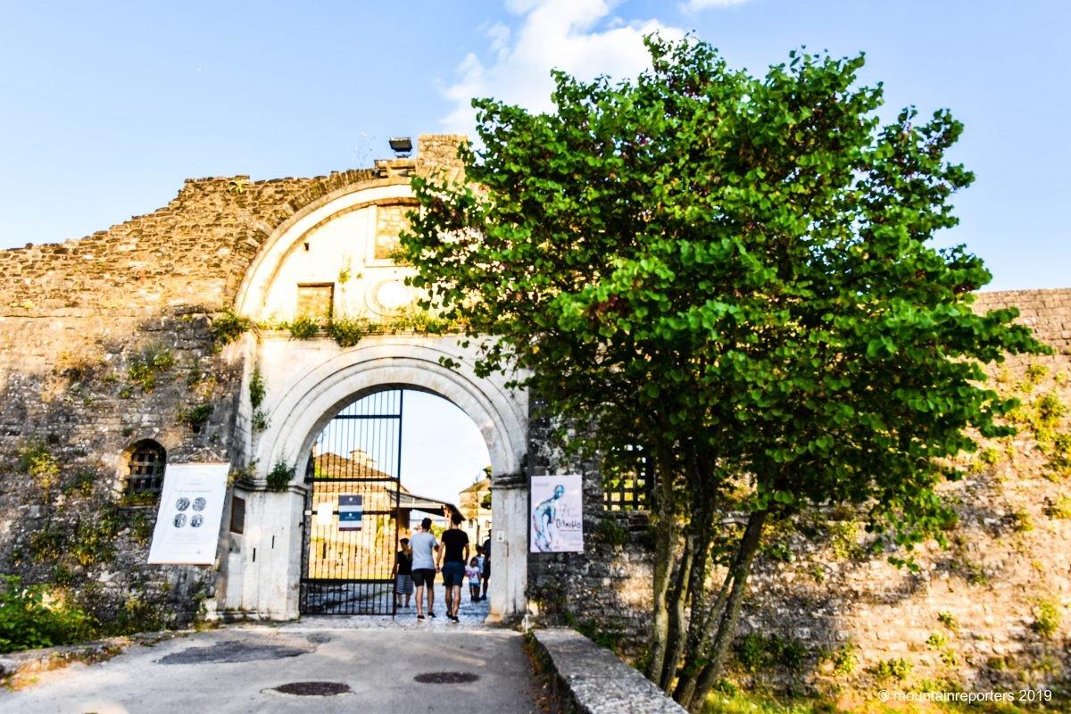 De poort van historisch Ioannina