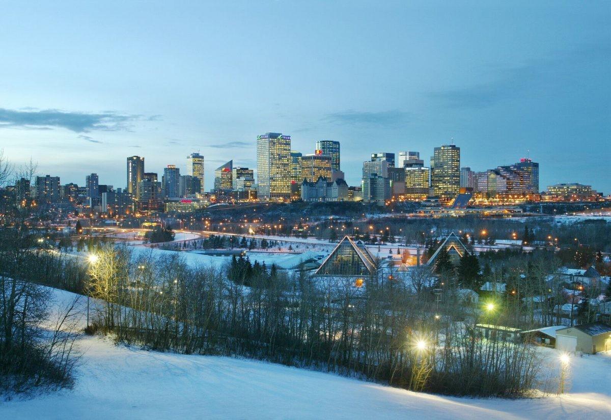 De winterse skyline van Edmonton