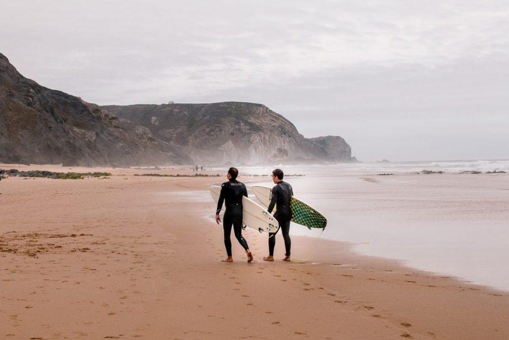 Surfer Algarve Bron: pixabay