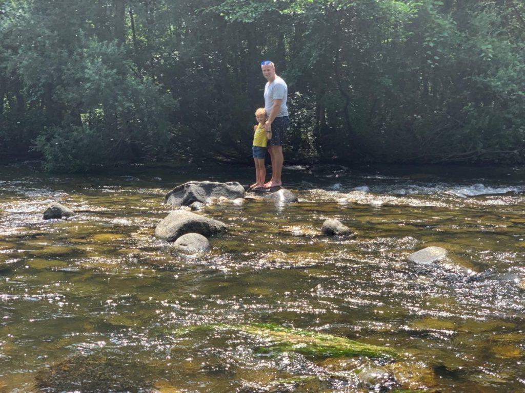 Heerlijk bijkomen in de koelte van de rivier