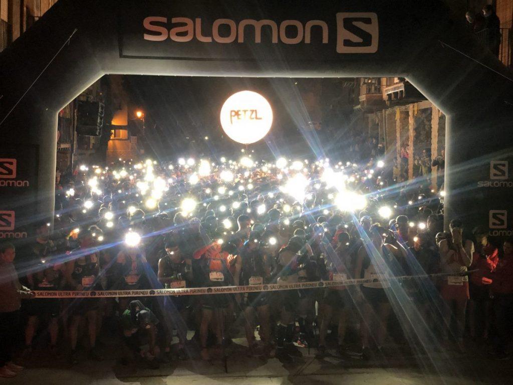 Duizenden hoofdlampjes, klaar voor de start