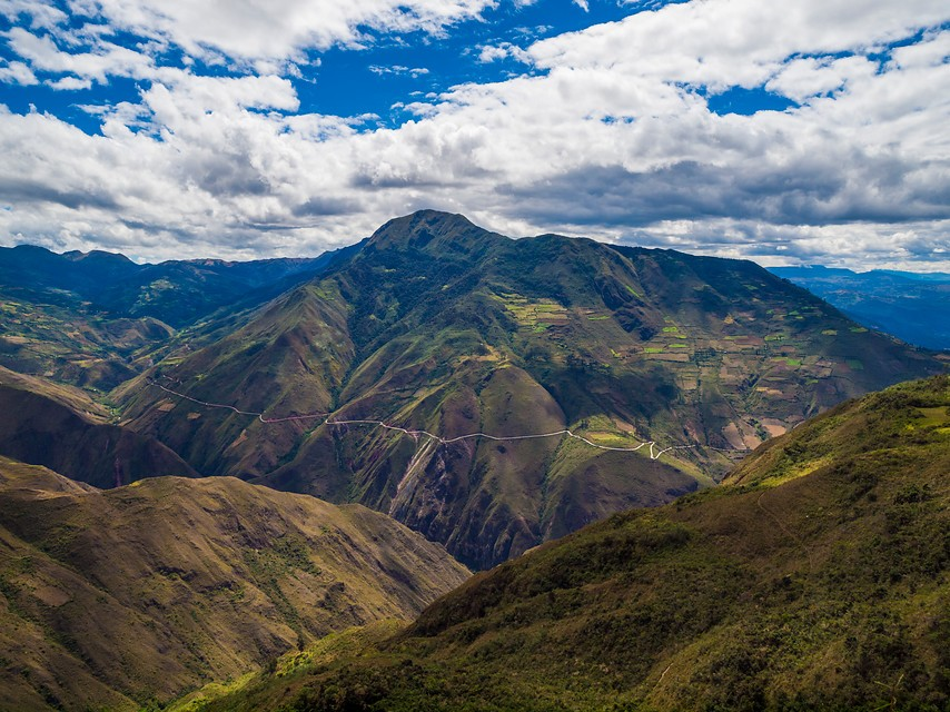 Loop door de imposante Andes in Peru. Foto: IStock-Holger Mette