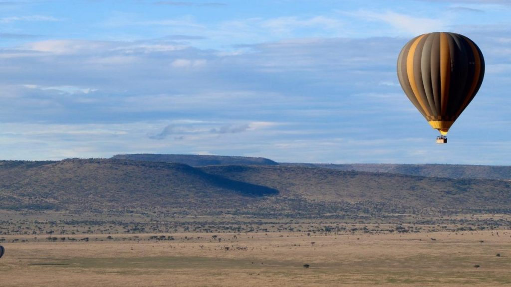 heteluchtballon boven tanzania