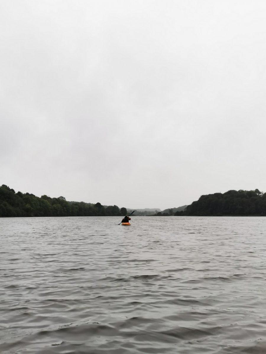 Kayakken op Lough Oughter, Ierland