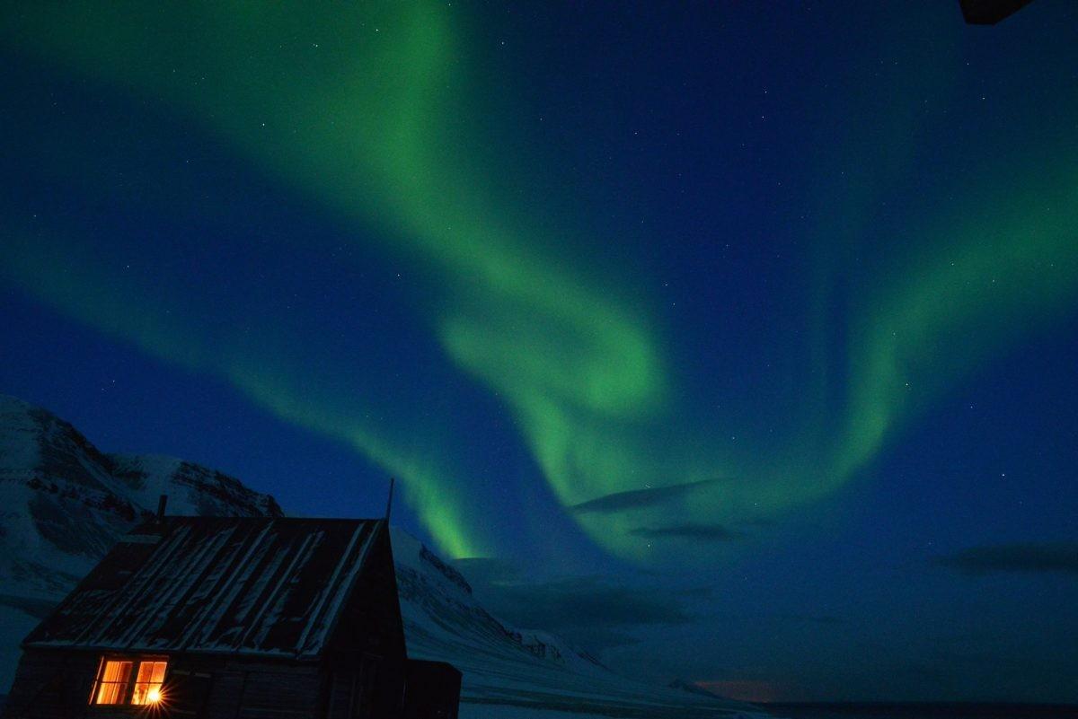 In de wintermaanden heb je zo hoog in het noorden kans om het noorderlicht te zien. Foto: Askja Reizen
