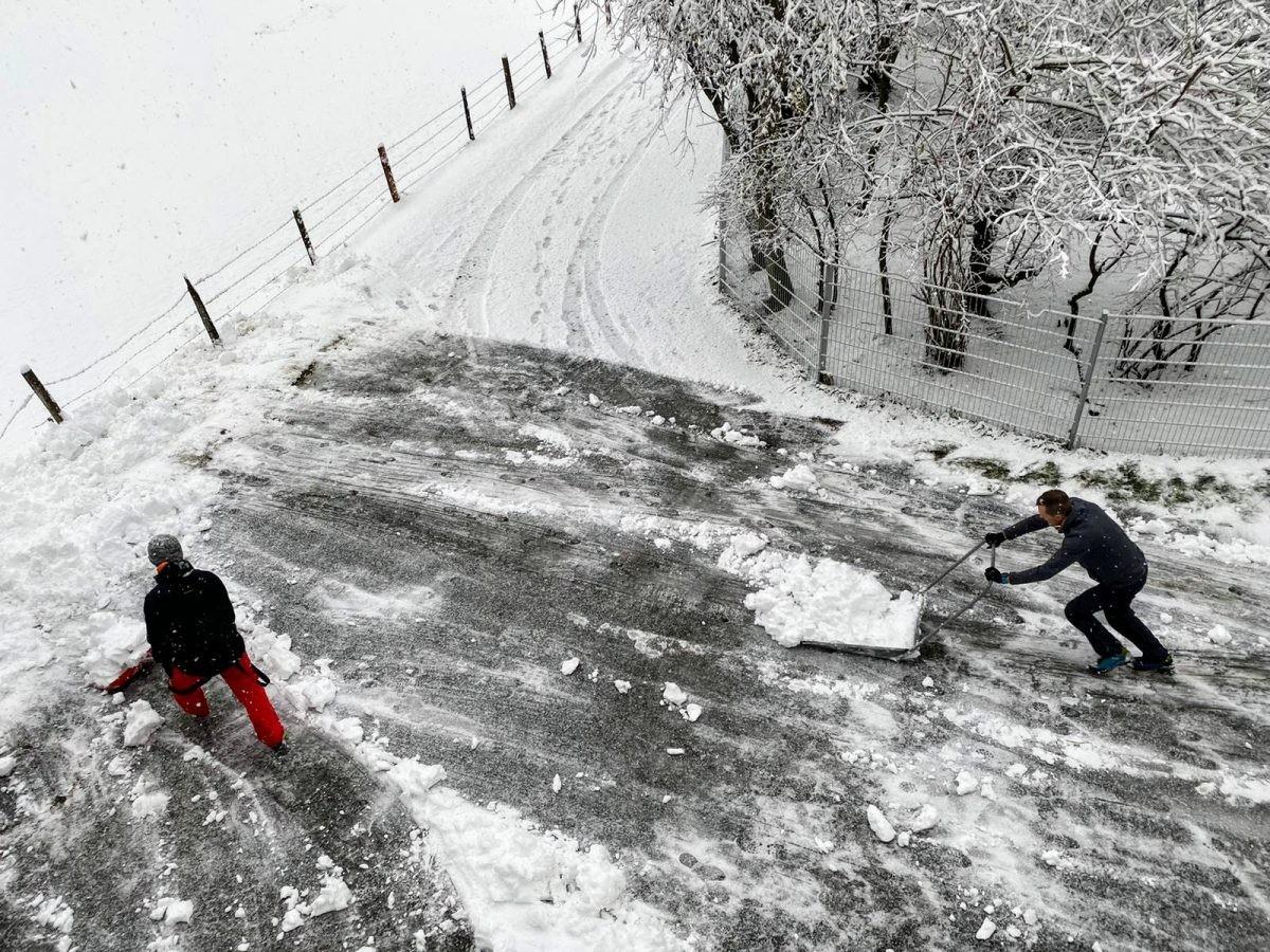 Sneeuw in plaats van regen betekend 'even' schuiven! Foto: Proefhotel