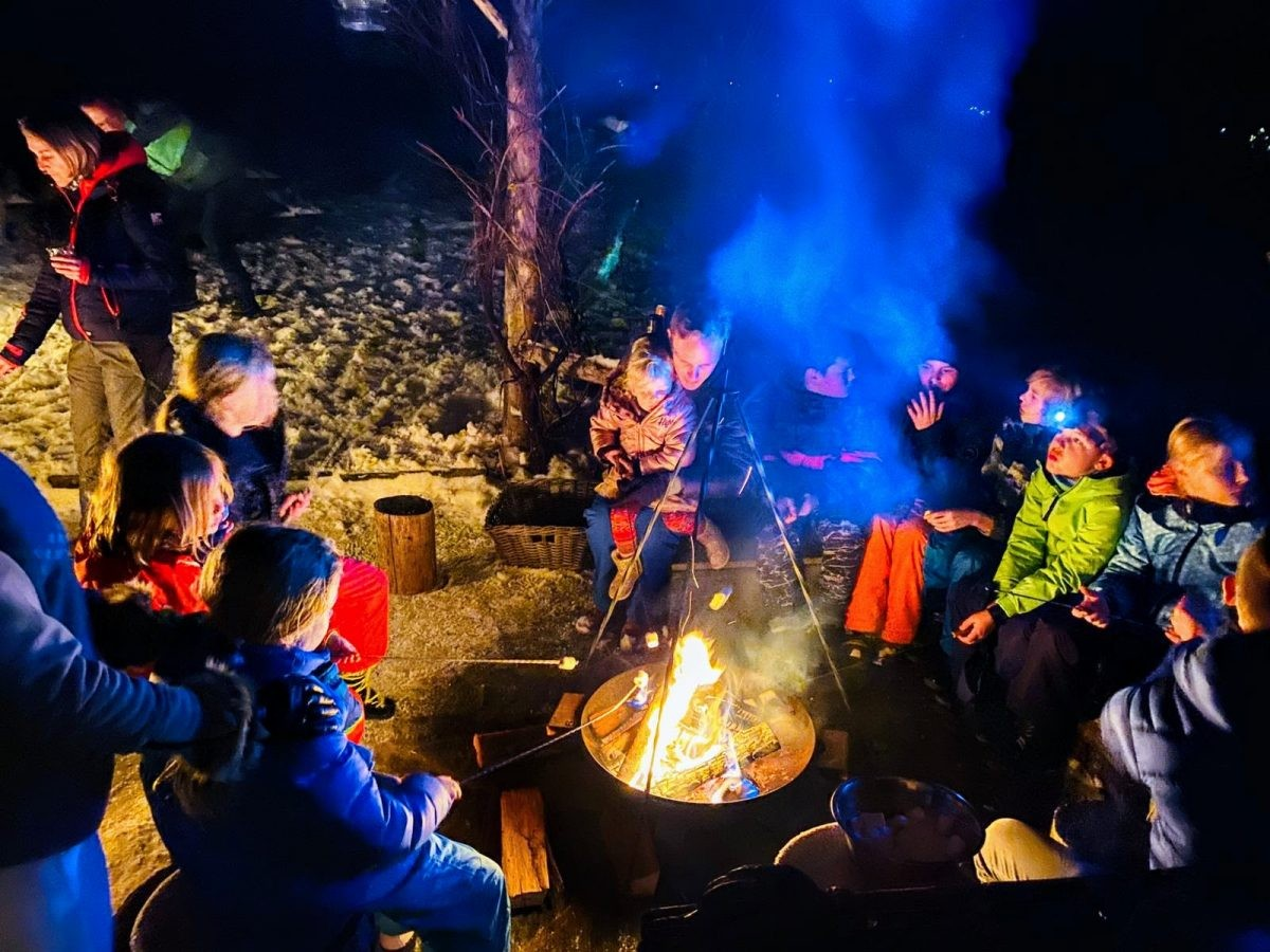 Gezellig rond het kampuur marshmallows maken. Foto: Proefhotel