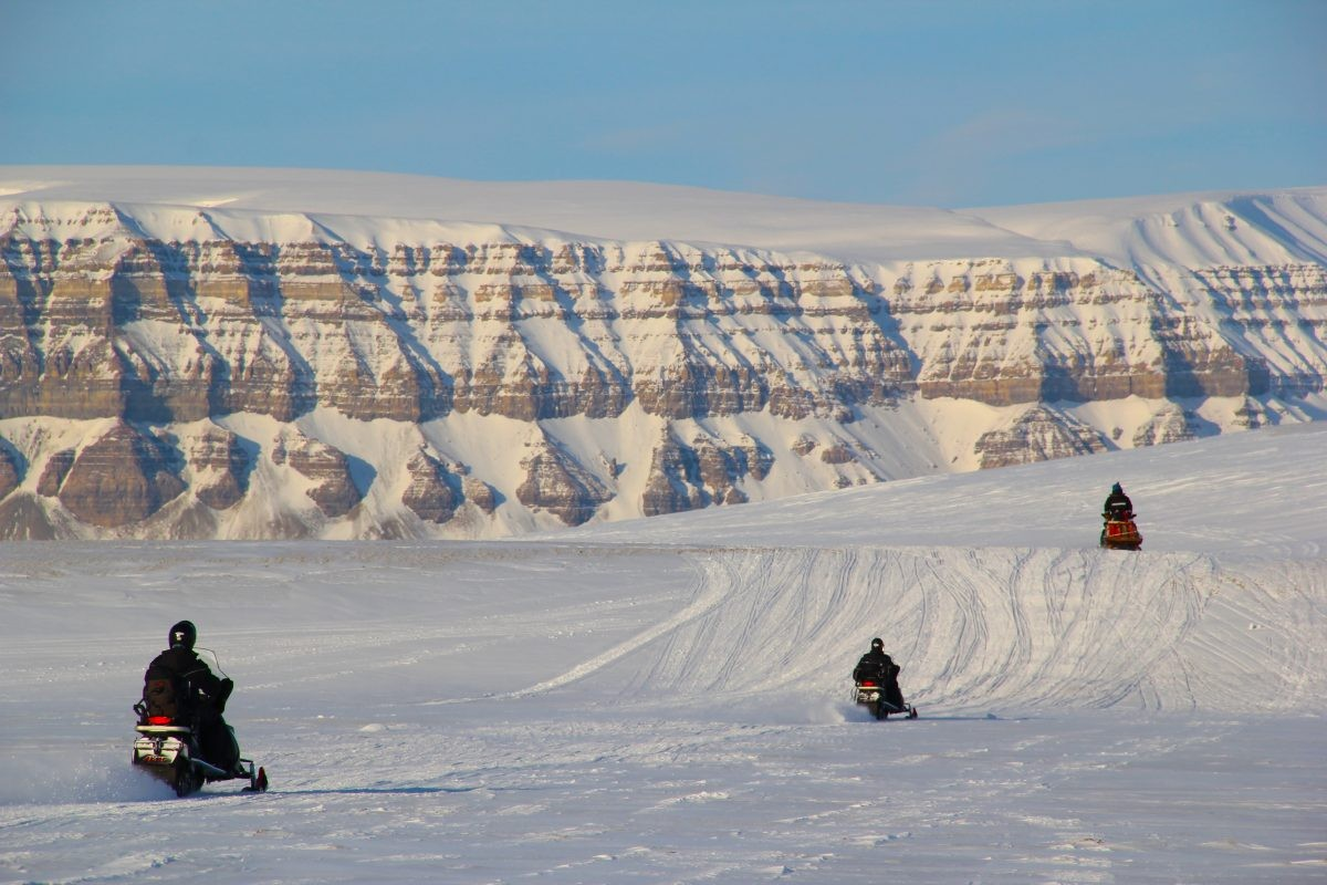 Misschien wel het beste vervoersmiddel voor deze regio: de sneeuwscooter. Foto: Askja Reizen