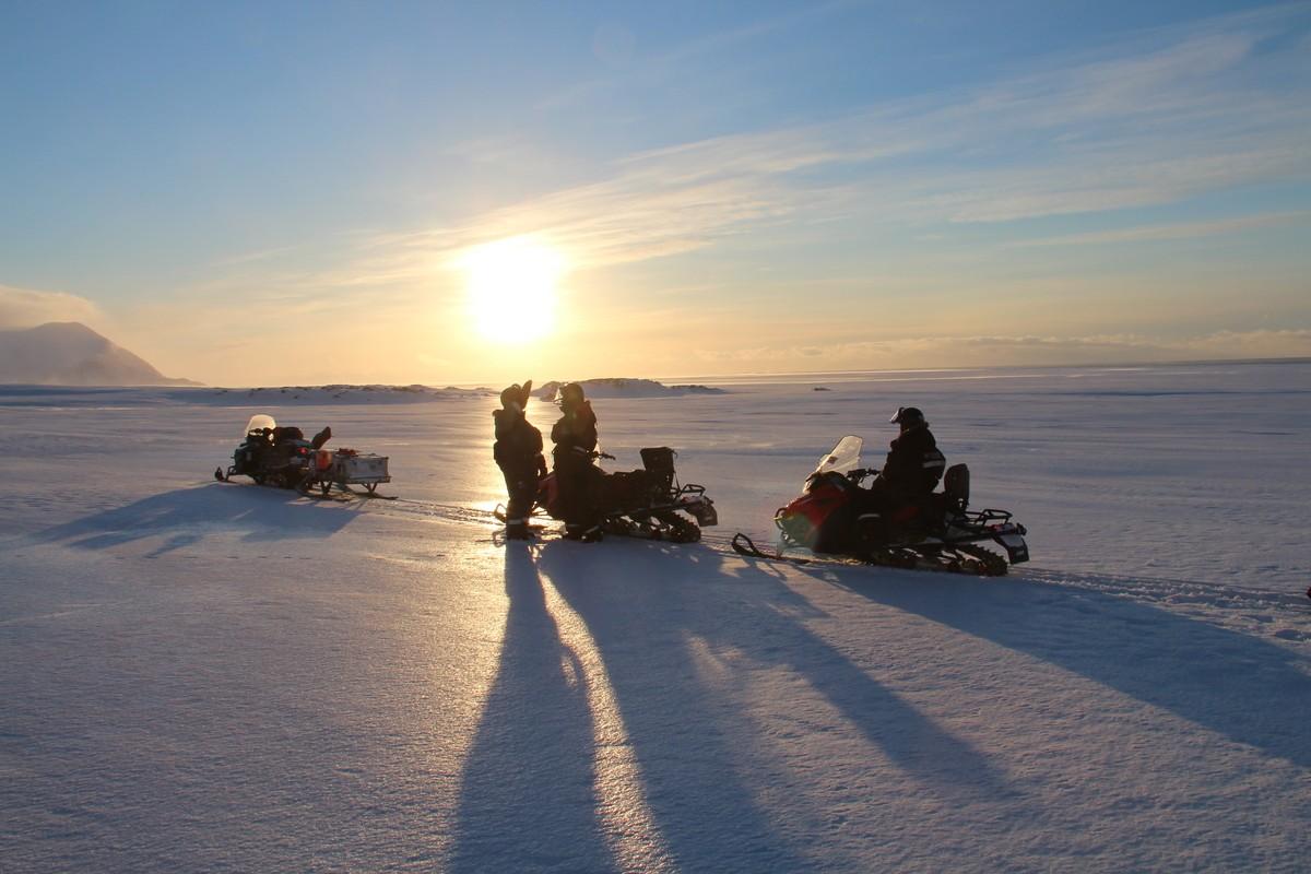 Maak een sneeuwscootertocht door de adembenemende omgeving. Foto: Askja Reizen