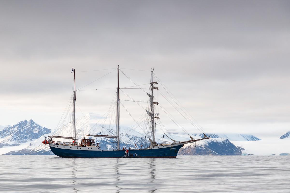 Op expeditiecruise met zeilschip de Antigua. Foto: Askja Reizen