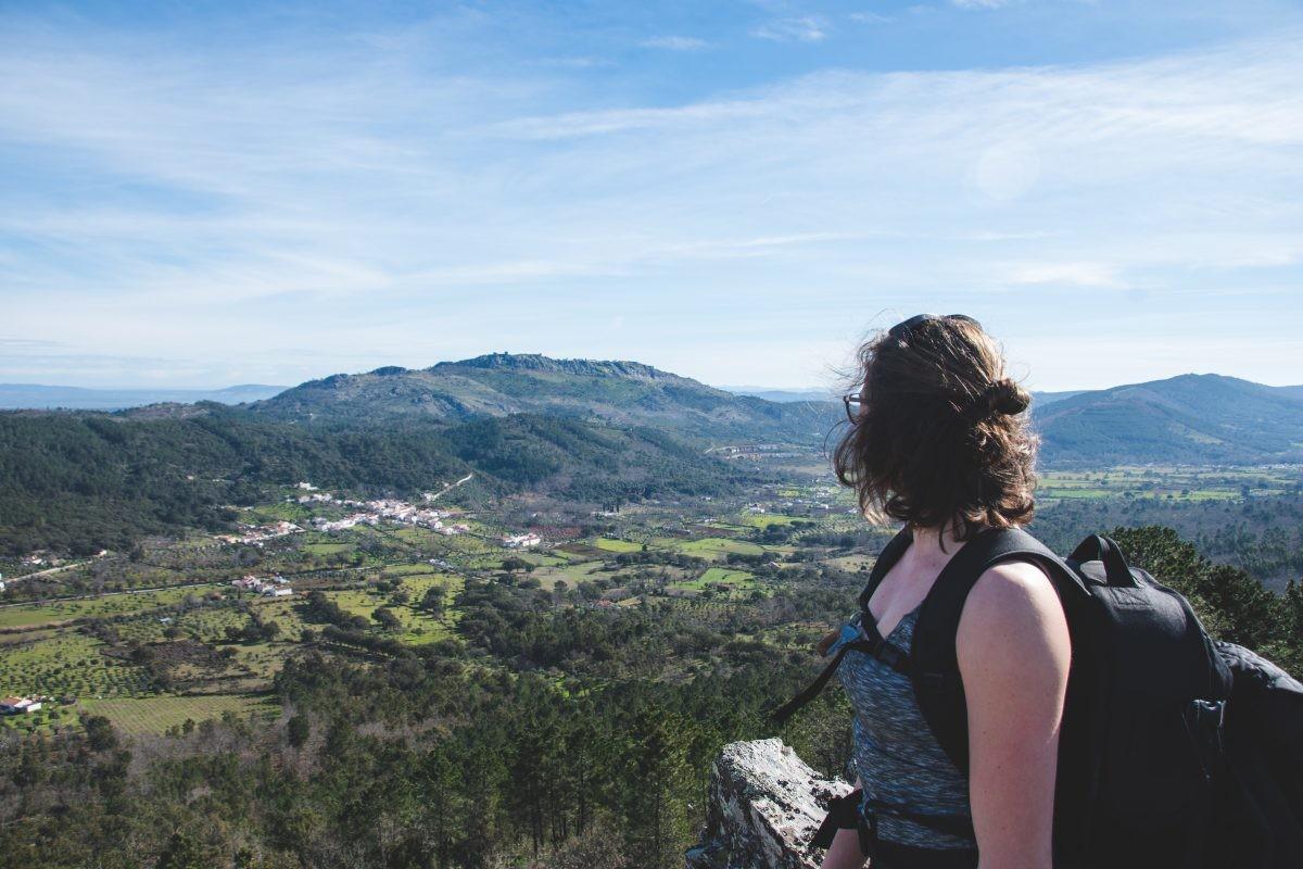 Uitzicht over het landschap en Escusa