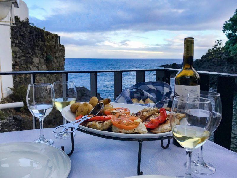 Dineren met verse vis bij bar Caloura