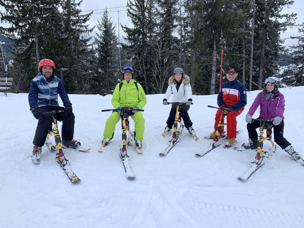 Wie is de Ski Bob? Als je dit een beetje in de vingers hebt, ga je met een bloedverziekende snelheid de piste af.