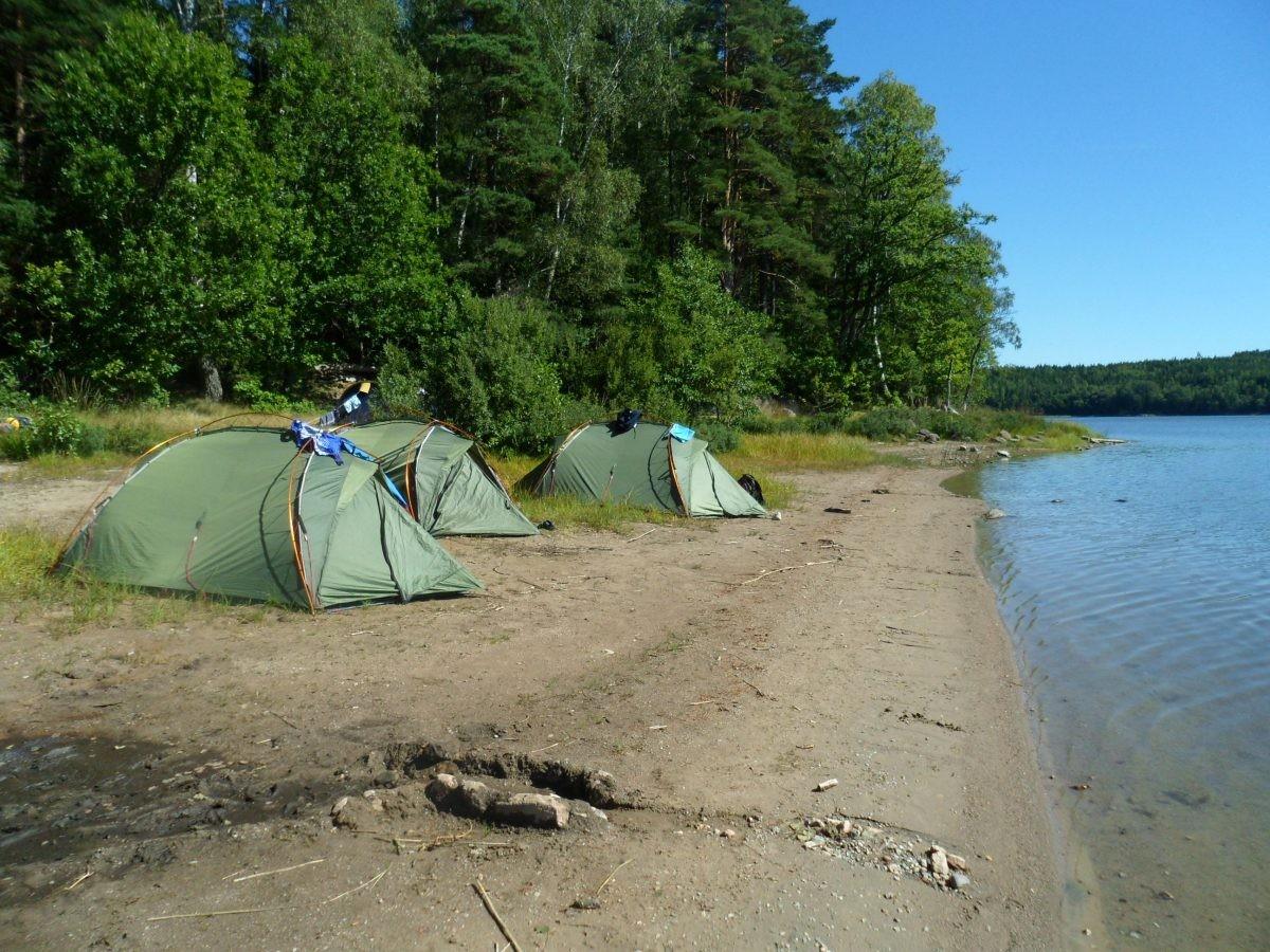 Wildkamperen aan een meer